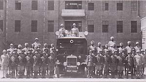 SMP ομάδα καταστολής ΜΑΤ με τον Fairbairn επί οχήματος