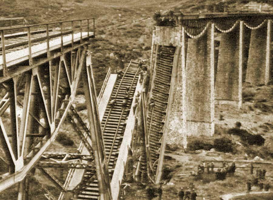 Το αποτέλεσμα της ανατίναξης της γέφυρας του Γοργοποτάμου