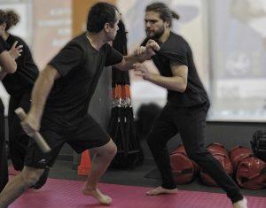 Εγγύτητα και άοπλη άμυνα σε επίθεση με μαχαίρι